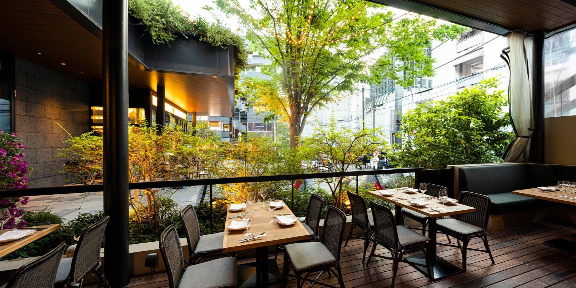 緑に囲まれたテラス席を完備 渋谷の 大人の集い場 都心とは思えない開放的な癒しの空間と 厳選された生産者から取り寄せた新鮮な食材を使った料理で 誰もが気軽に楽しむことができる大人のオールデイダイニングです ボリュームたっぷりで栄養バランスの良いランチ