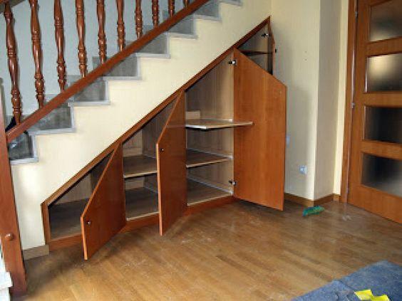 3 ideas para aprovechar el espacio de las escaleras for Closet en escaleras