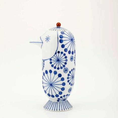 Soy Sauce Bottle By Spanish Designer Jaime Hayon For The Traditional Japanese Porcelain Company Choemon Porcelaine Bleue Porcelaine Peinture Sur Porcelaine