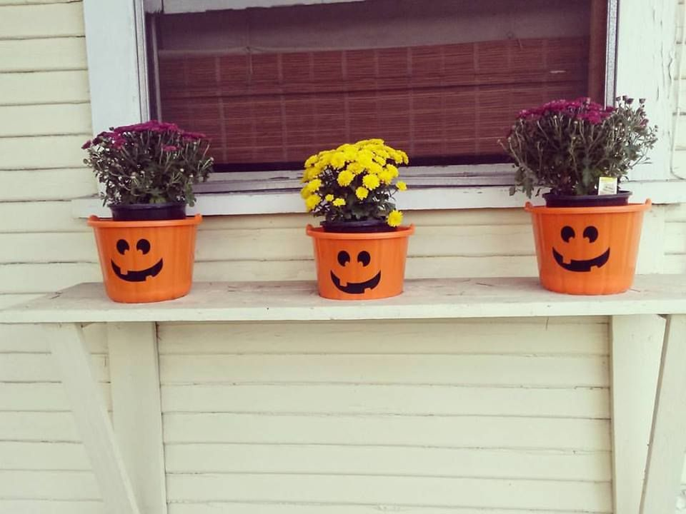 Frugal Halloween Decorations for the front of my house made from $1