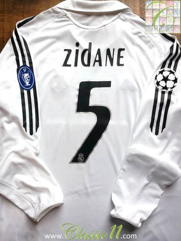 Relive Zinedine Zidane s 2005 2006 European season with this Vintage Adidas Real  Madrid home long sleeve football shirt. f4b4955e1