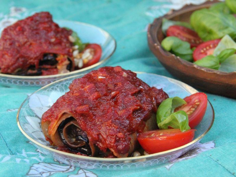 Rullet lasagne med aubergine og pinjekernecreme | Anima.dk