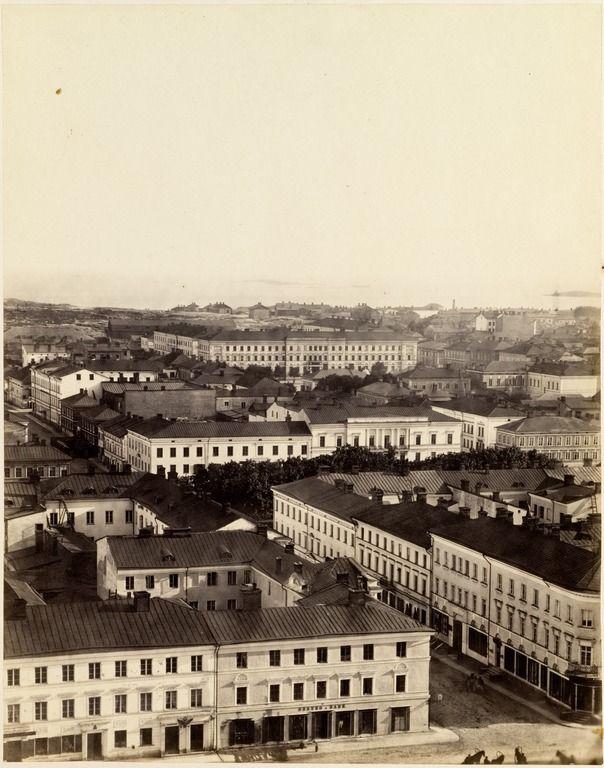 Panoraama Nikolainkirkon tornista luoteeseen, kuva 4. Etualalla Sunnin ja Kiseleffin talot. - Hoffers, Eugen 1866, HKM / finna