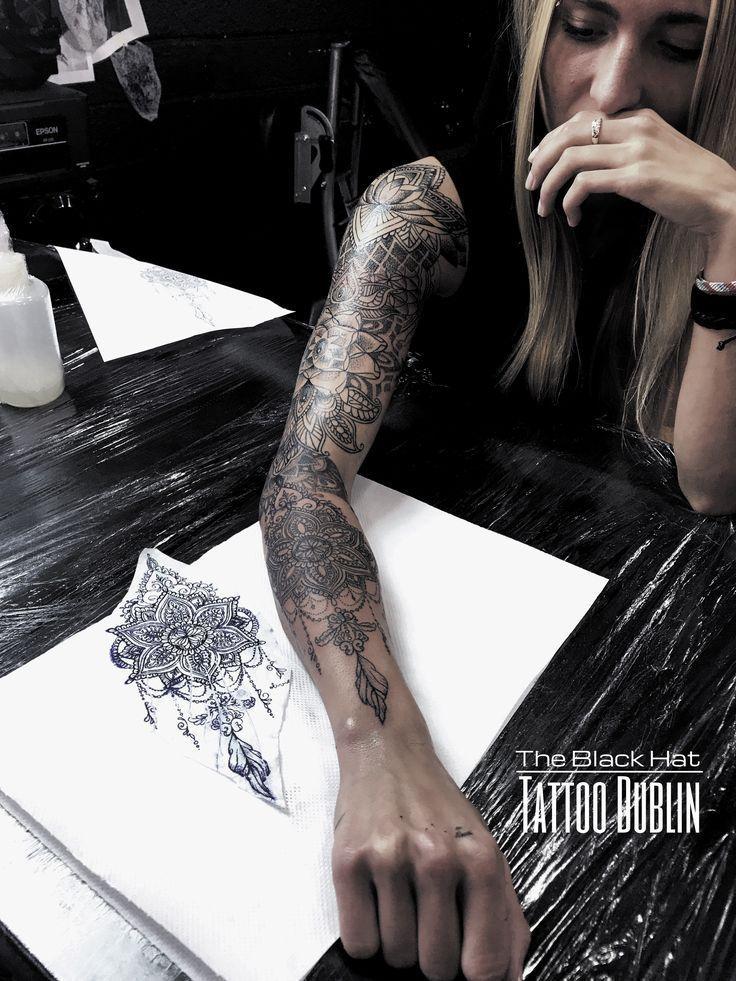 eingefärbt! Par zwei dieses wundervollen Mandala-Tattoo-Designs und von @blackhatser …