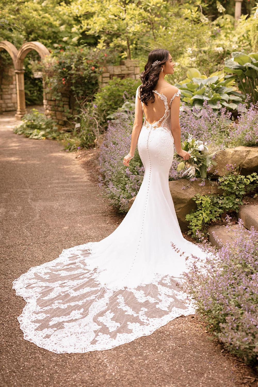Essense Of Australia D2849 In 2020 Essense Of Australia Wedding