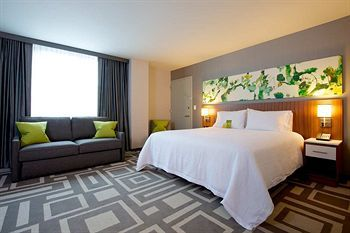 The Hampton Inn Manhatten Times Square South Hotel Is Located In The Heart Of Midtown Manhattan In The Southern Part Of Times Square Hotel Hampton Inn Nyc Fall