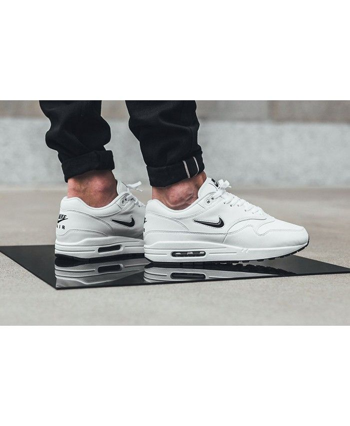 The upper of nike air max 1 white diamond shoes are made out