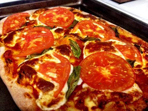 Les 25 meilleures id es de la cat gorie recettes de pizza margarita sur pinterest pizza faite - Pizza maison idee ...