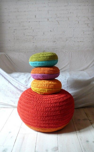 Round Pillow Crochet- two colors