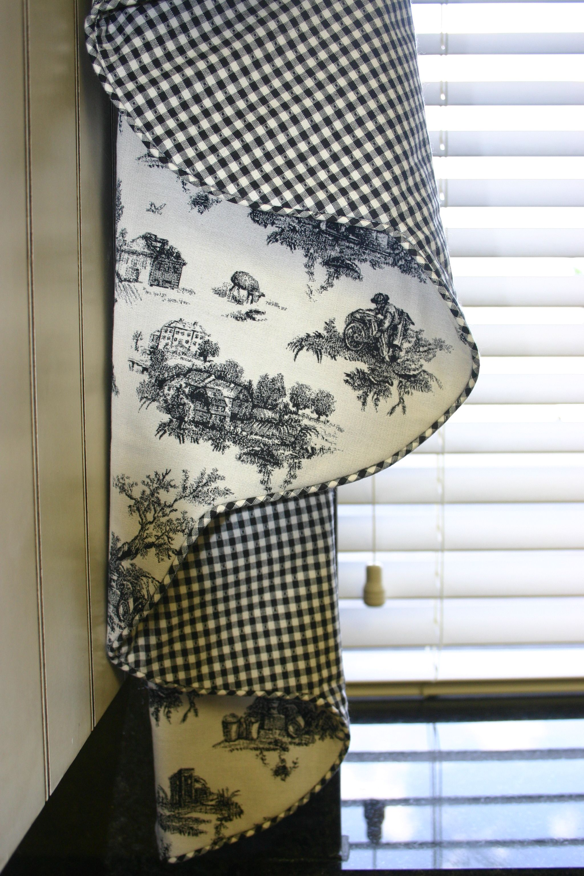 Black and white checked curtains - Country