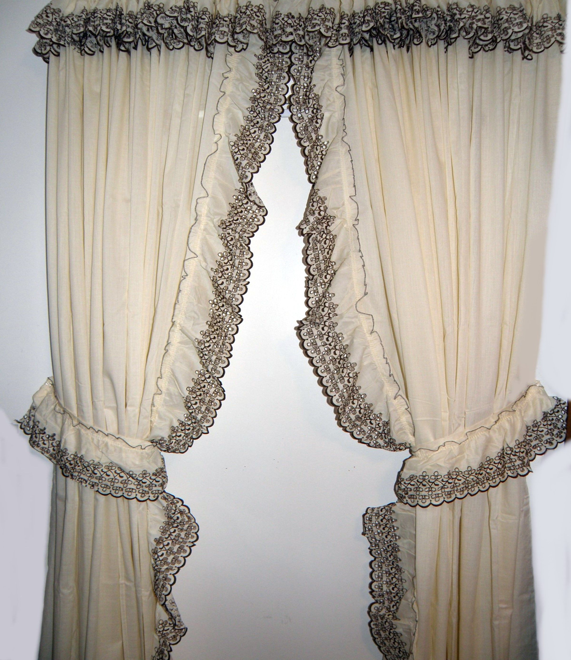 Country Style Look With Ruffled Curtains Ruffle Curtains
