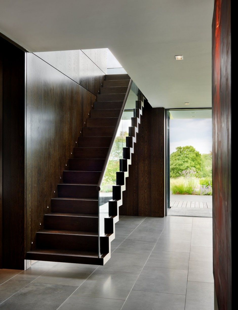 Contemporary House In England Built Around An Enclosed Courtyard ...