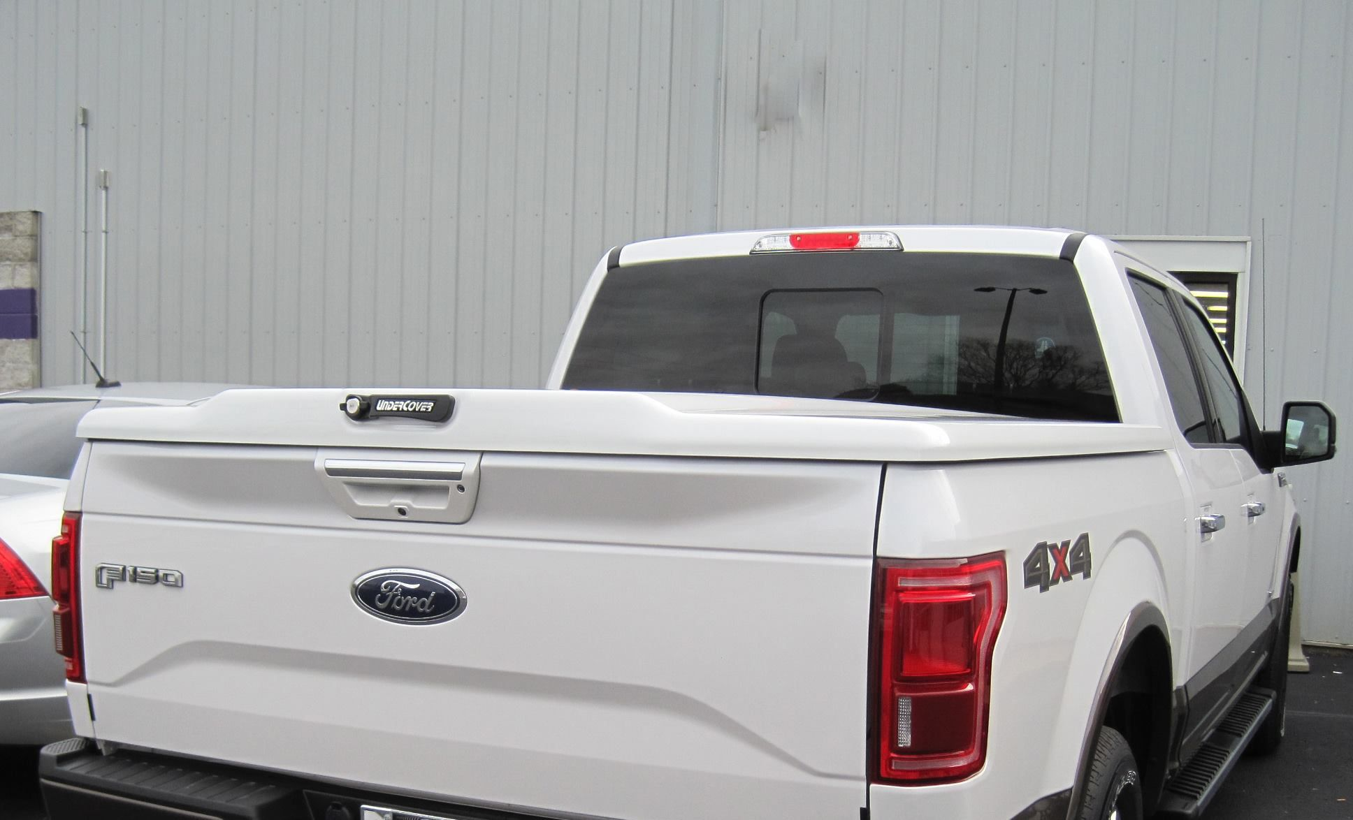 UnderCover Tonneau Covers Elite LX installed on Aluminum