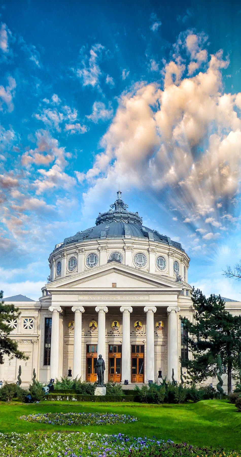 Ateneo rumano es el año del siglo XIX neoclásico sala de conciertos en el centro de Bucarest, Rumania