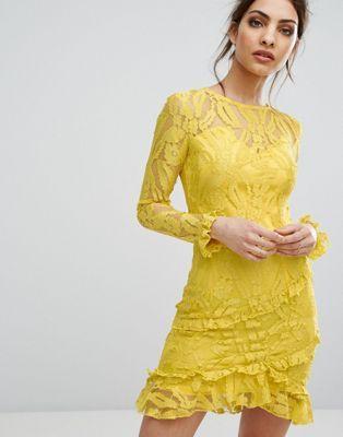 Stili Alla Moda · Gonne · Giallo · PrettyLittleThing Lace Asymmetric Frill  Detail Bodycon Dress ✨ Follow CindyLBB✨ Instagram   cindyslbb Pinterest e3d095736e2