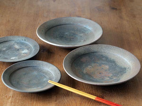 松村英治さんの焼締の器 普段使いしやすいように3度の焼成でしっかり焼締めることで強くしカビの発生も抑え 合間にペーパーで磨くことで最初から嫌なザラつきがありません 料理の色も映えます 取扱 Lion Pottery 食器 カビ 雑貨