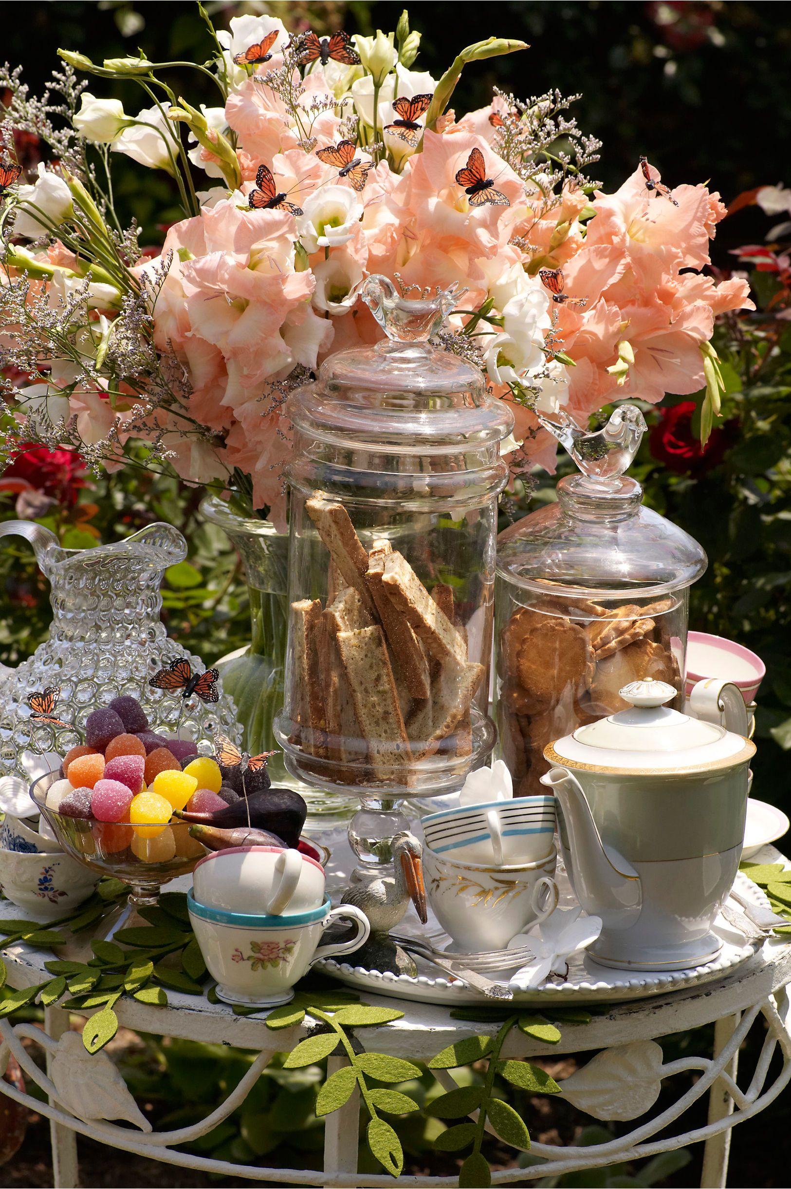 ╰☆Entertaining ~ Fabulous☆╮  ***~Tea display~***  Flowers and tea.  Wonderful