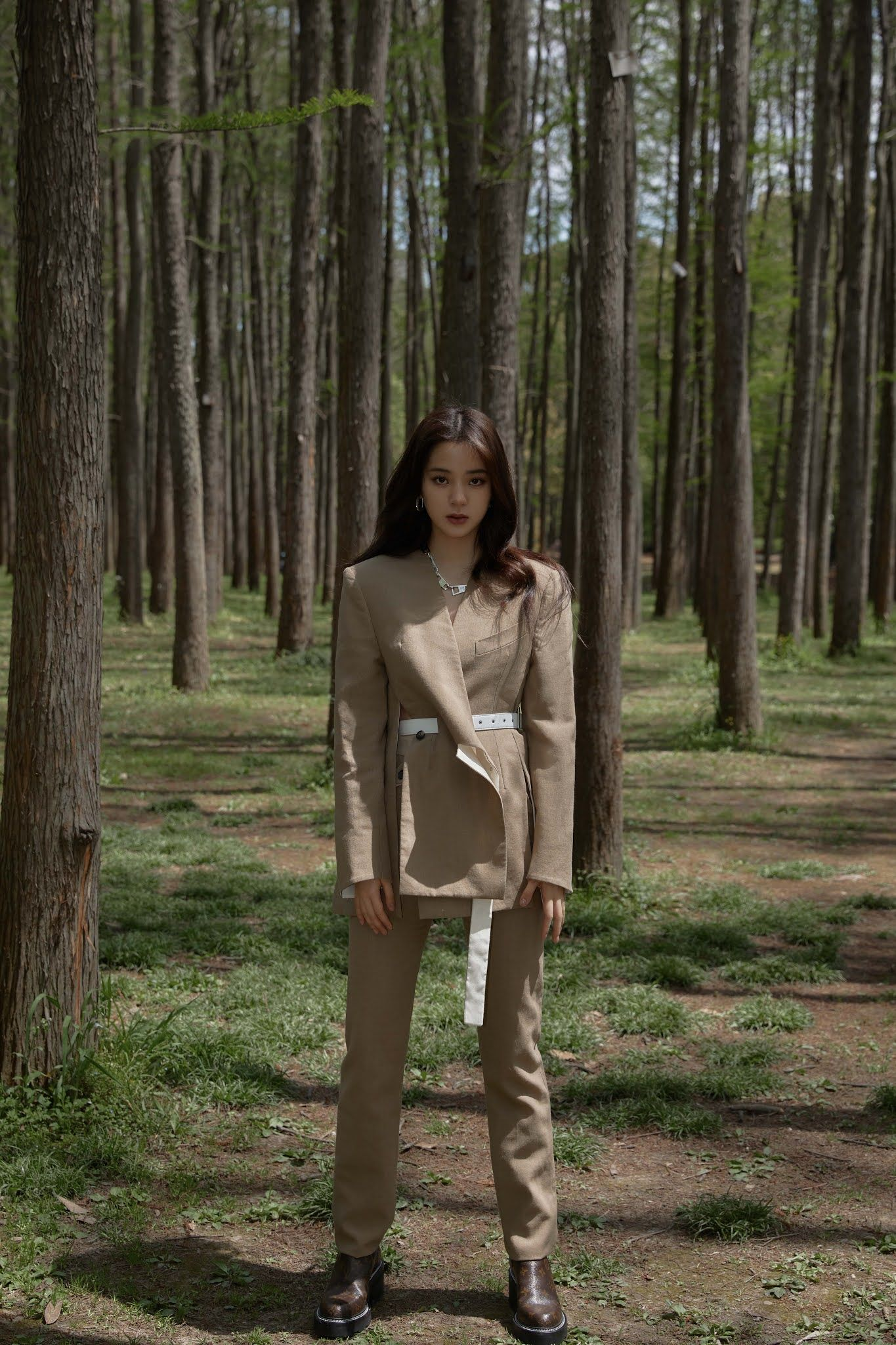 Zhou Jieqiong poses for photo shoot   China Entertainment