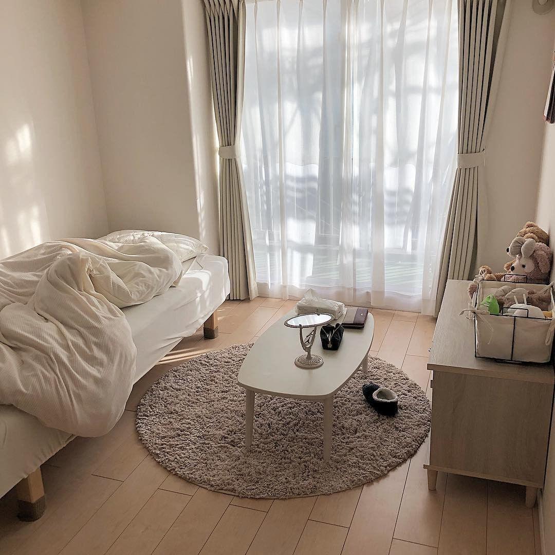 Make My Room ちいさな部屋作り On Instagram 実家暮らし6畳 丸いラグがキュートなナチュラルテイストなお部屋 日当たり抜群で朝が来るのが待ち遠しい 1227room 部屋 インテリア ベッドルームのアイデア
