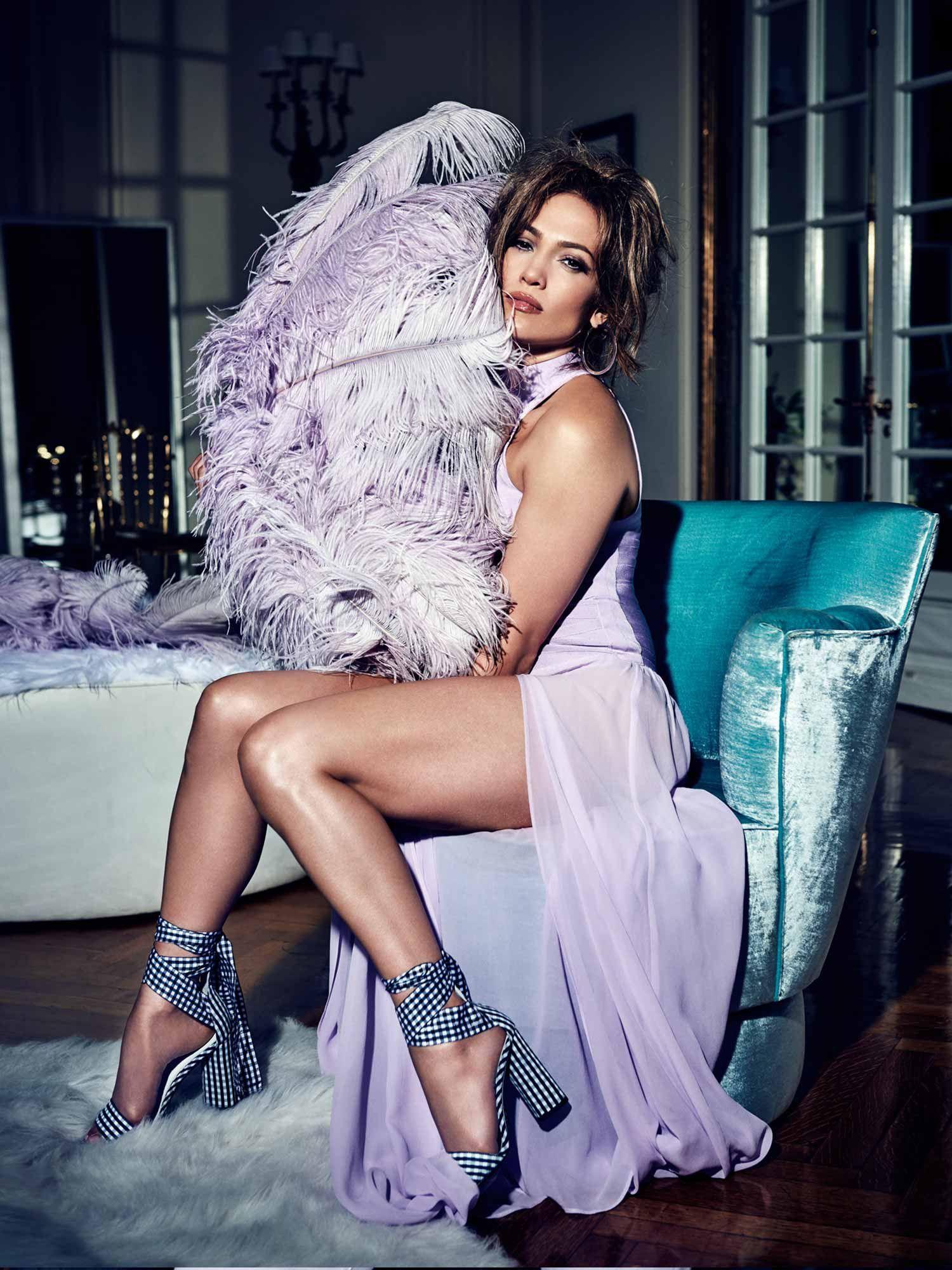 Jennifer Lopez flashed in a bandage dress - photo