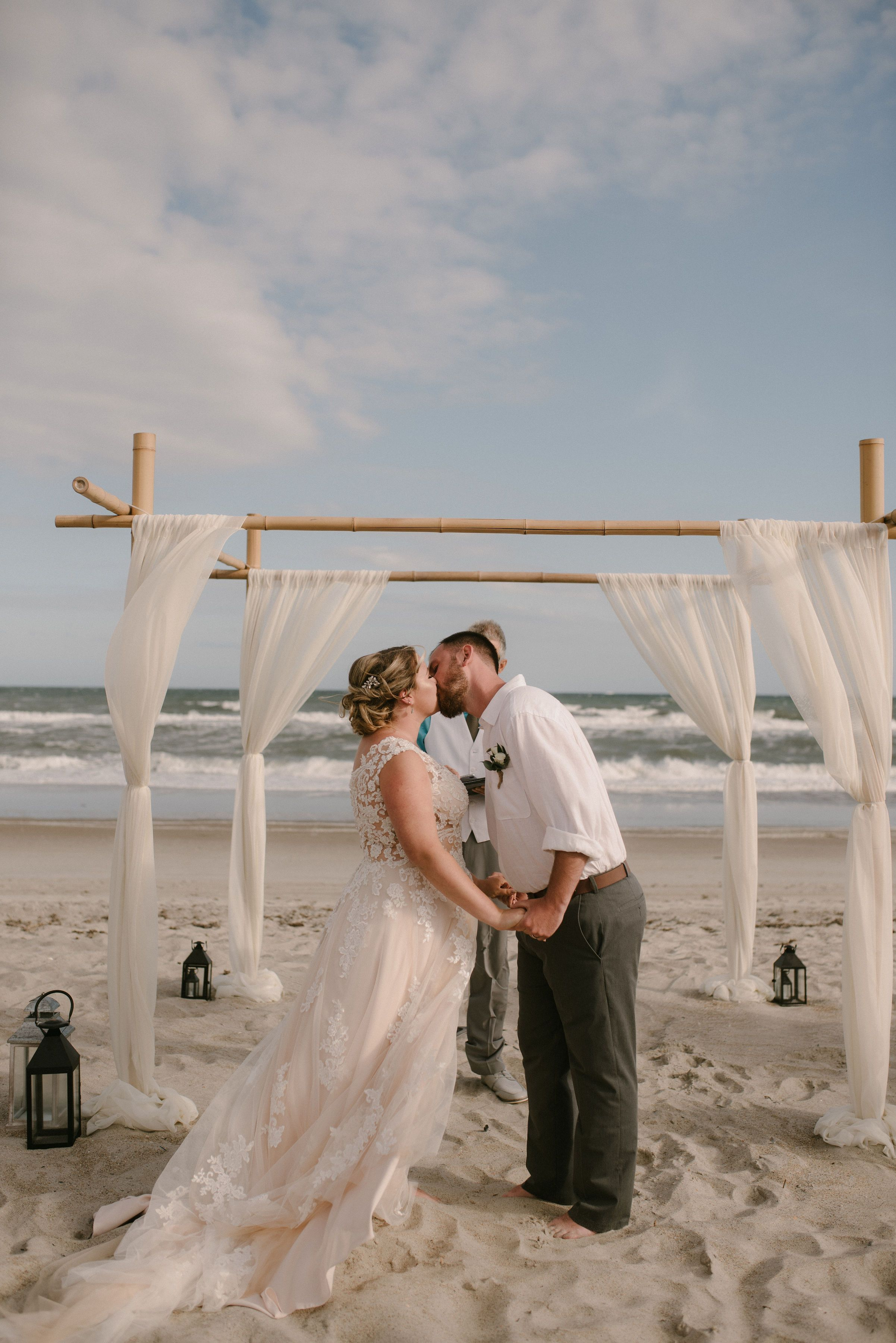 North Carolina Beach Wedding In 2020 North Carolina Wedding Beach Beach Wedding Wedding
