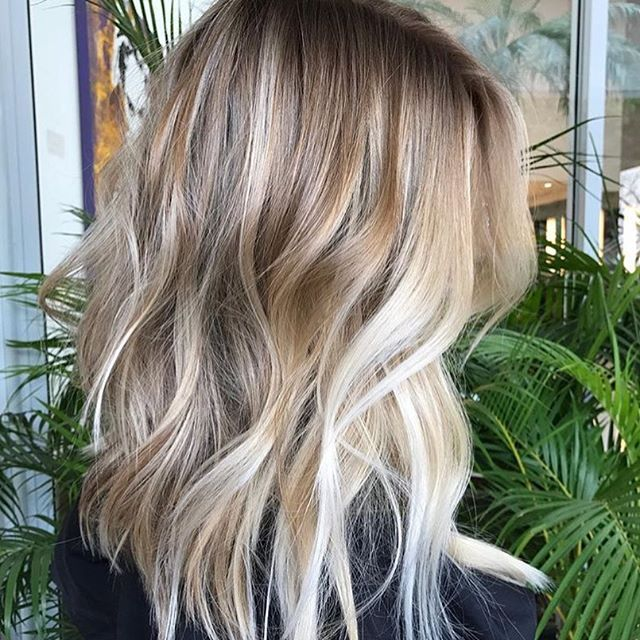 Creamy mid length perfection. 👏🏼🍦💭 How pretty is this mane via @romeufelipe?! #weekendhaircrush #hairgoals #maneenvy #summerhaircrush