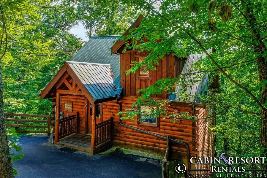 Pigeon Forge Cabins Mountain Whispers In 2020 Gatlinburg Cabin Rentals Smoky Mountain Cabin Rentals Cabin