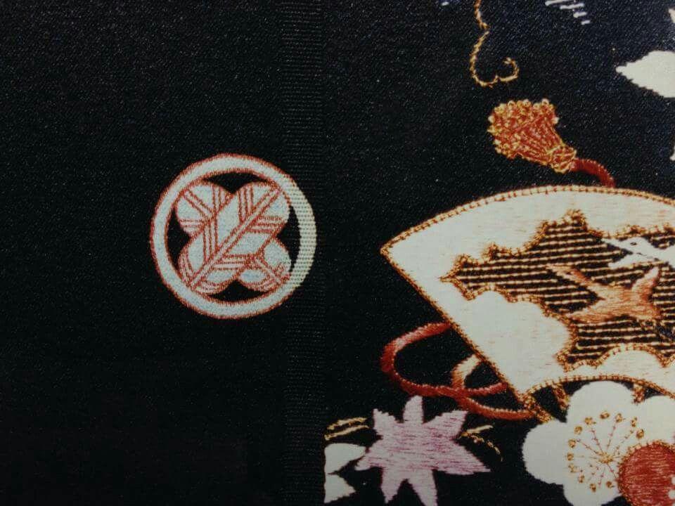 丸に違い鷹の羽 家紋 大宮 彩色