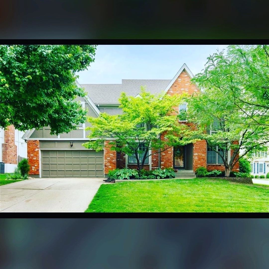 Congratulations Hannah Heinz On Your Recent Closing You Re Such A Rockstar Closing Day Is Always Exciting But Real Estate Overland Park Overland Park Ks