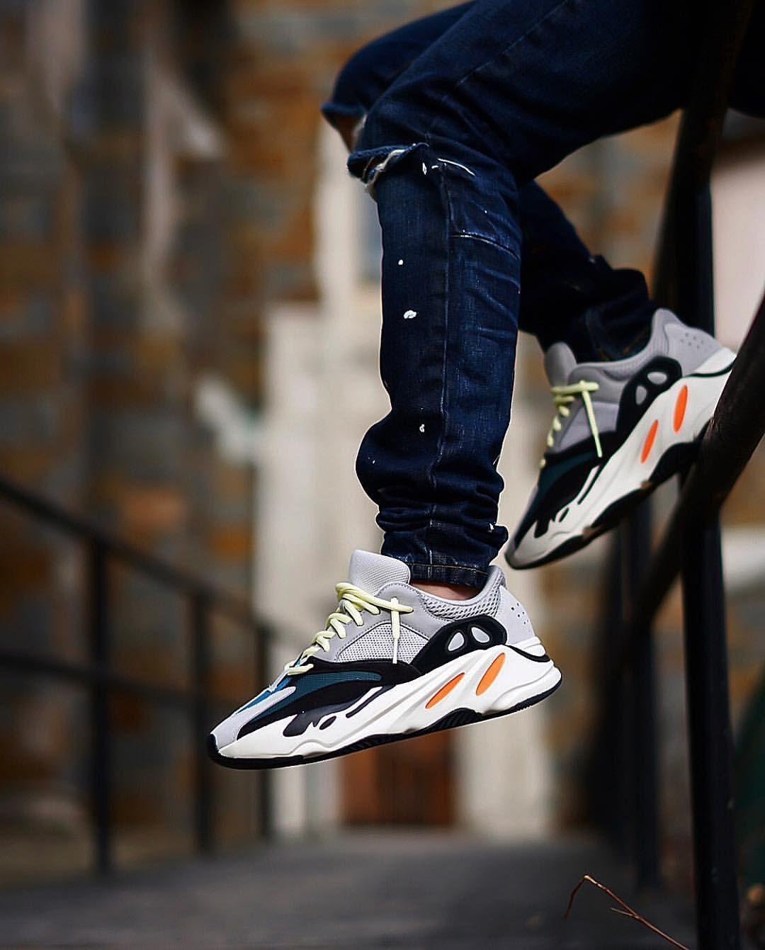 ADIDAS YEEZY BOOST 700 Wave Runner White Black Sneakers