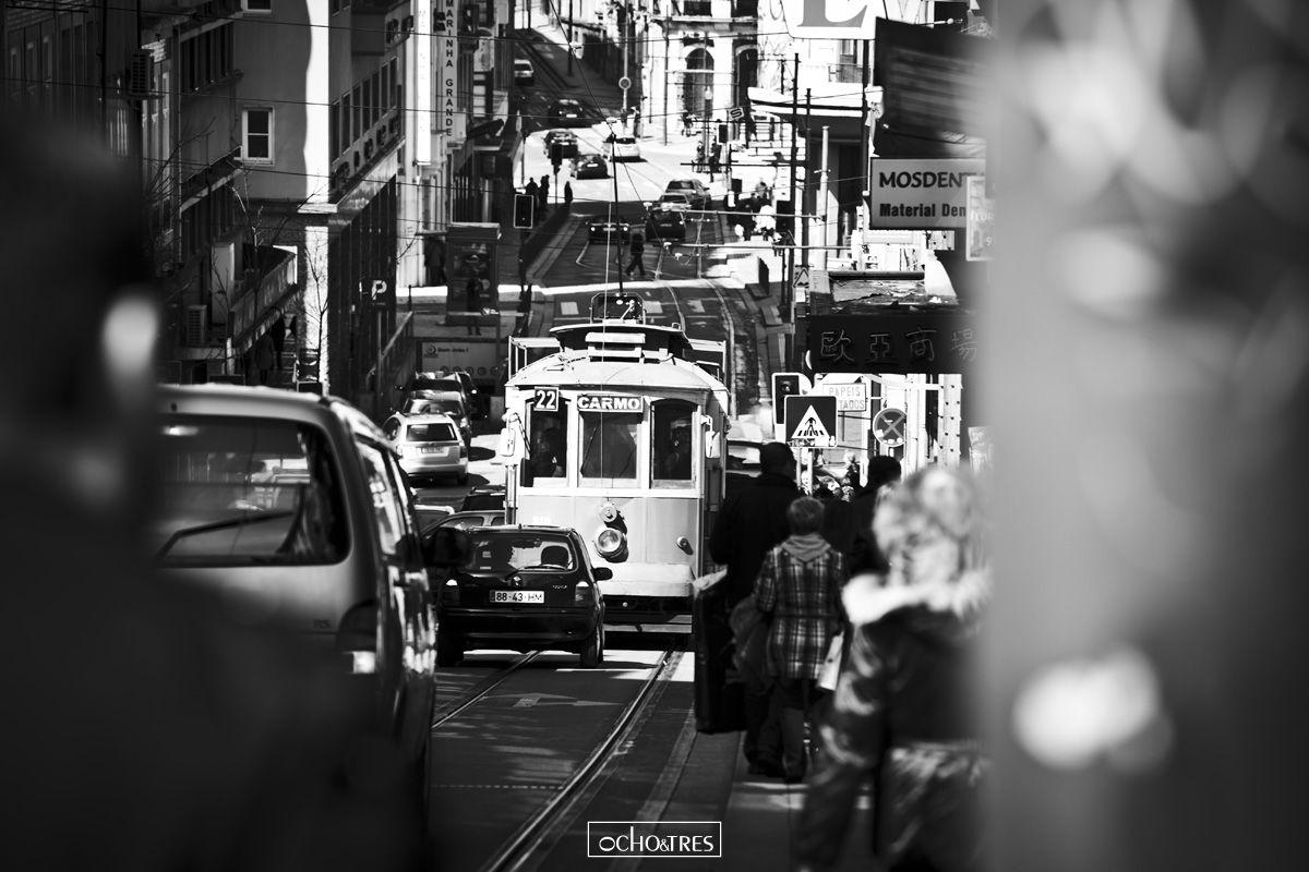 'Porto e Norte' es una selección de la serie de fotografías realizadas en uno de los viajes al impresionante norte de Portugal. En esta ocasión visitando Oporto, Braga, Viana do Castelo... Una selección muy variada en cuanto entornos se refiere, muy acorde con la diversidad de un país que, cada vez que lo visito, me agrada y sorprende más y más.   http://www.ochoytres.com/fotografia/porto-e-norte/