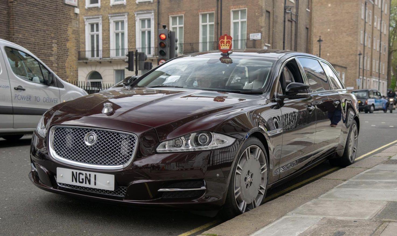 2012 Jaguar Xj Semi State Limousines Of The British Royal Family Presumably Similar To The Prime Ministers Xj Sentinel Which Is An Jaguar Car Limousine Jaguar