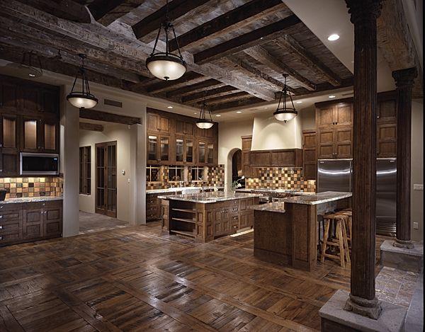 toskanisches Innendesign Rustikale Holzküche dunkelholz Holzbalken - kronleuchter für badezimmer