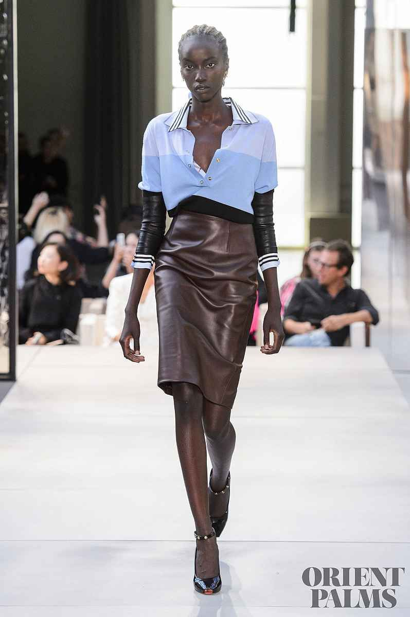 ... Femme Womenswear Riccardo Tisci Fashion Week. Бурберры  Burberry   Весна-лето 2019 - Прет-а-порте 54c0a4693bd9