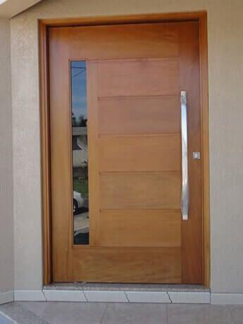 Carpintaria Rezende | Porta Pivotante Friso com Vidro Reto