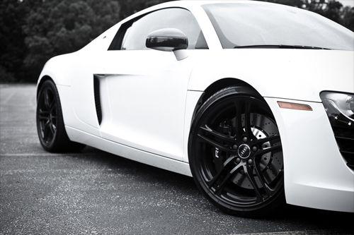 White on Black//Audi R8