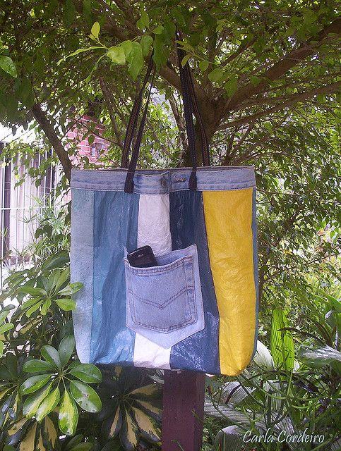 Eco Bag com detalhes em jeans by Carla Cordeiro, via Flickr