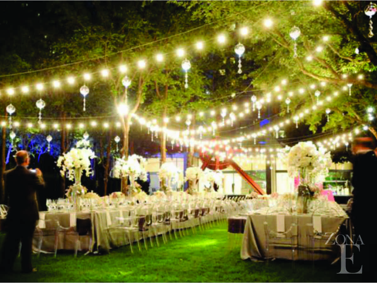 Wedding Outdoor Lighting White Ghost Chairs Clear I Think D Prefer A Of Long Tables Rather Than Several Round By Flossie