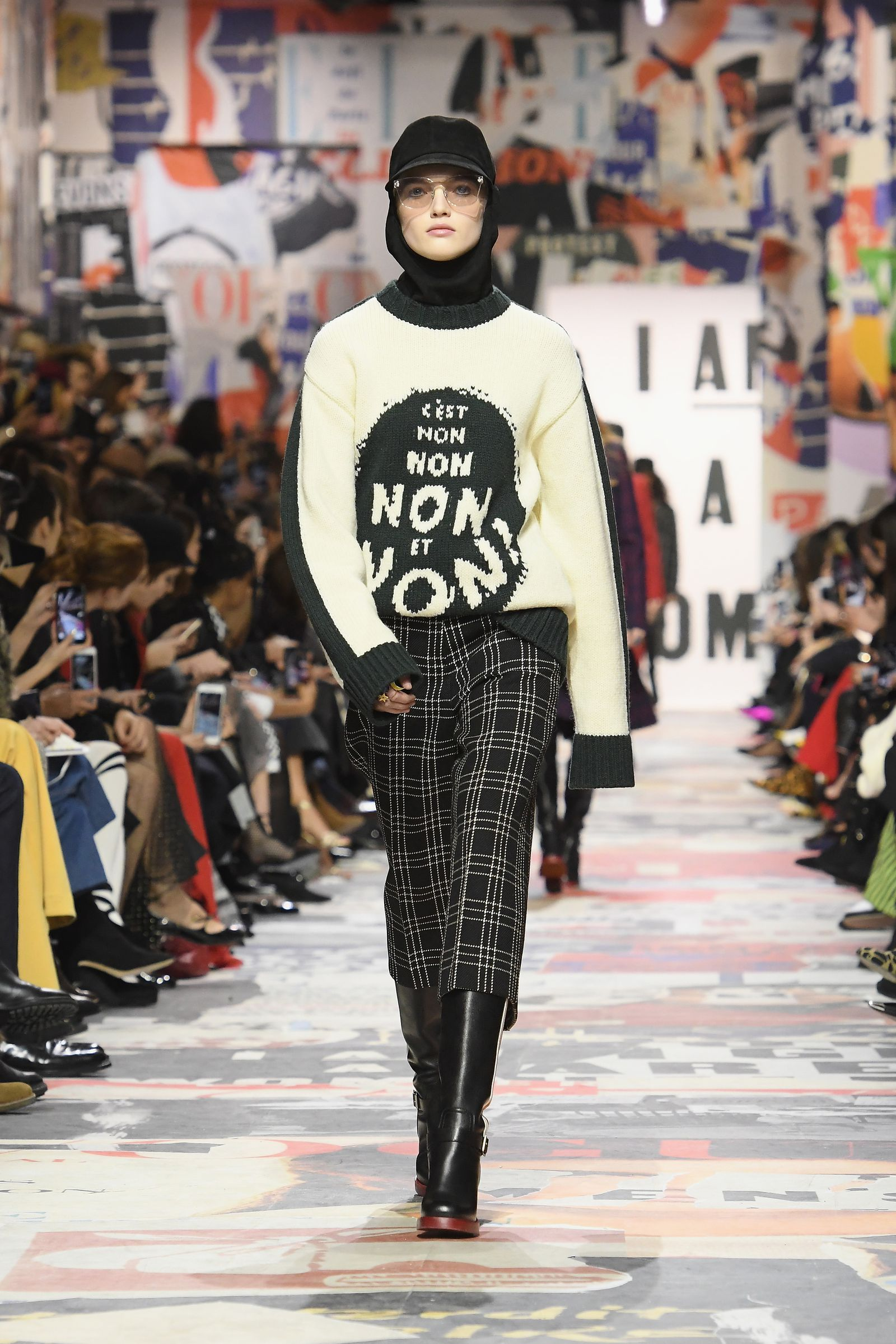Dior Staged A 1960s Protest Down Its Fall 2018 Runway Fashion Fashion 2018 Trends Fashion Trends Winter