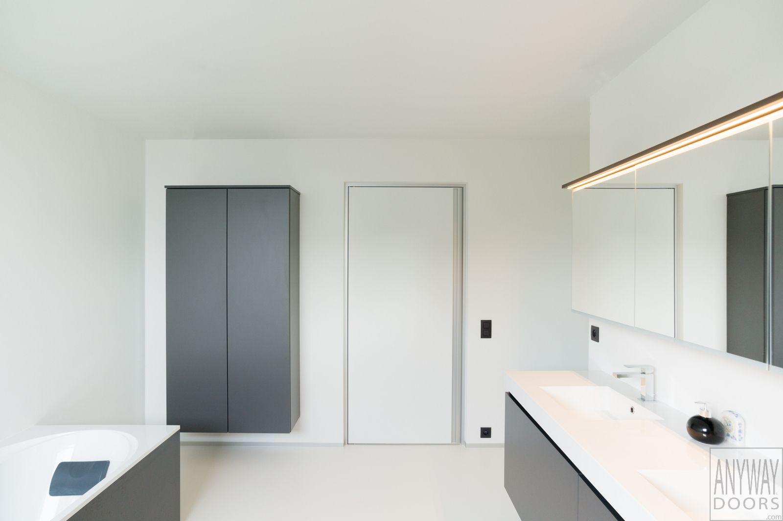 Design blokdeuren van Anyway, een volledig op maat gemaakt en afgewerkt deurproduct. Elke deur beschikt over een aantal unieke basiskenmerken zoals: 90°/180°openend, onzichtbare scharnieren, verdoken ventilatie, verwisselbare scharnierzijde,... Elke deur is volledig afgewerkt, op maat gemaakt en wordt vakkundig gemeten en geplaatst.