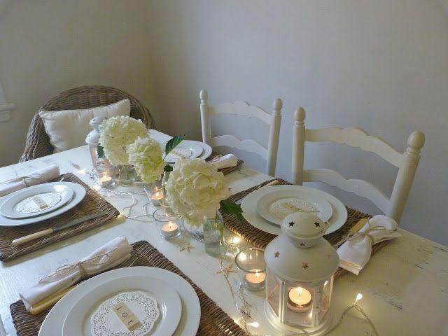 Beachcombers White Coastal Christmas Table Setting | beach room ...