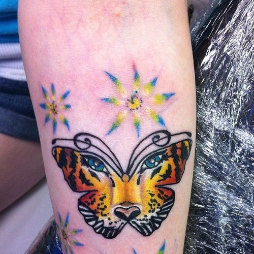 Cool Tattoo Ideas For Men And Women The Wild Tattoo Design Pictures 2019 Butterfly Tattoo Wild Tattoo Tattoos