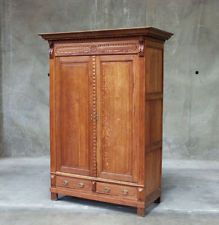 768 : ANTIQUE FRENCH RENAISSANCE RUSTIC OAK 2 DOOR ARMOIRE CABINET