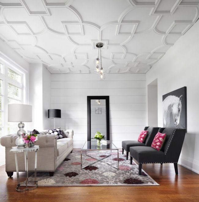Un plafond moderne en staff dans le salon moderne