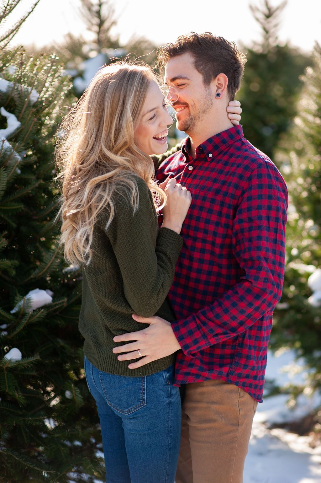 Couples Christmas Pose In 2020 Family Photoshoot Poses Christmas Poses Photoshoot Poses