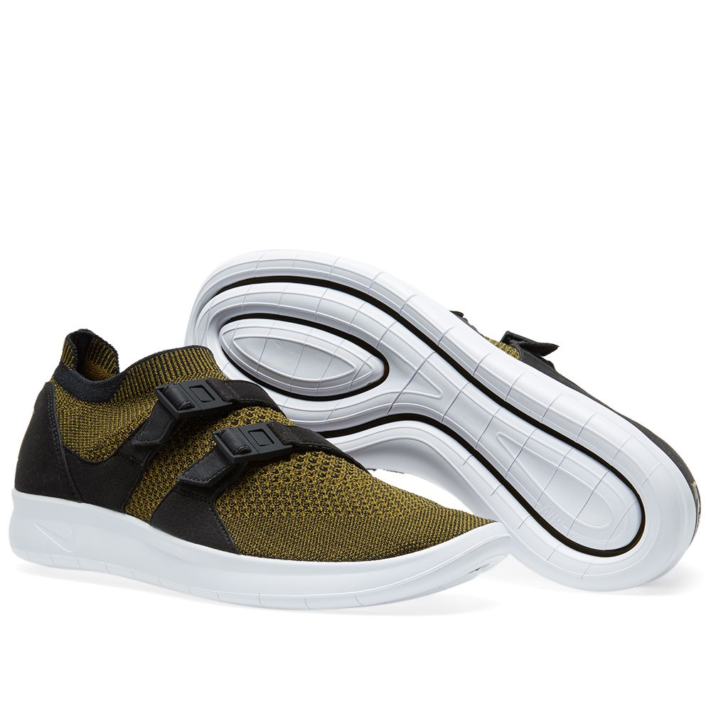 A unique sneaker from the 80s, Nike delve into their extensive archive to bring back one of their most innovative lace less designs. Introducing the Air Sock Racer, the model originally debuted as a running-shoe, boasting a sleek fit and dual-strap construction. Staying true to the core design principles, the silhouette sees a Flyknit update woven throughout the uppers, decorated with premium leather overlays for a touch of luxury. A lightweight yet bold design, the uppers are set on a…