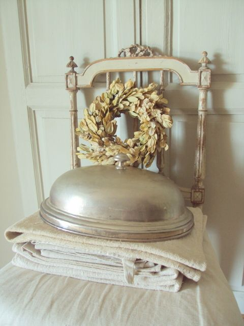 Cloche ancienne couronne cloches pinterest glass boxes for Couronne shabby chic
