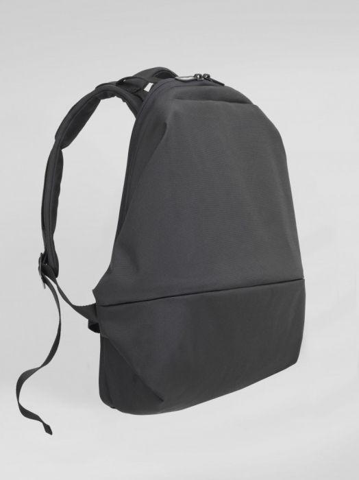 62441d09d18c ビジネスパーソンの持つバッグに、一昔前に比べて多様性が見られるようになった昨今。スーツにリュック、という人も珍しくはなくなった。今回は、世界に数社しか  ...