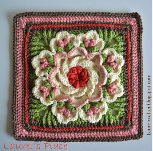 Квадрат крючком с объемным цветком