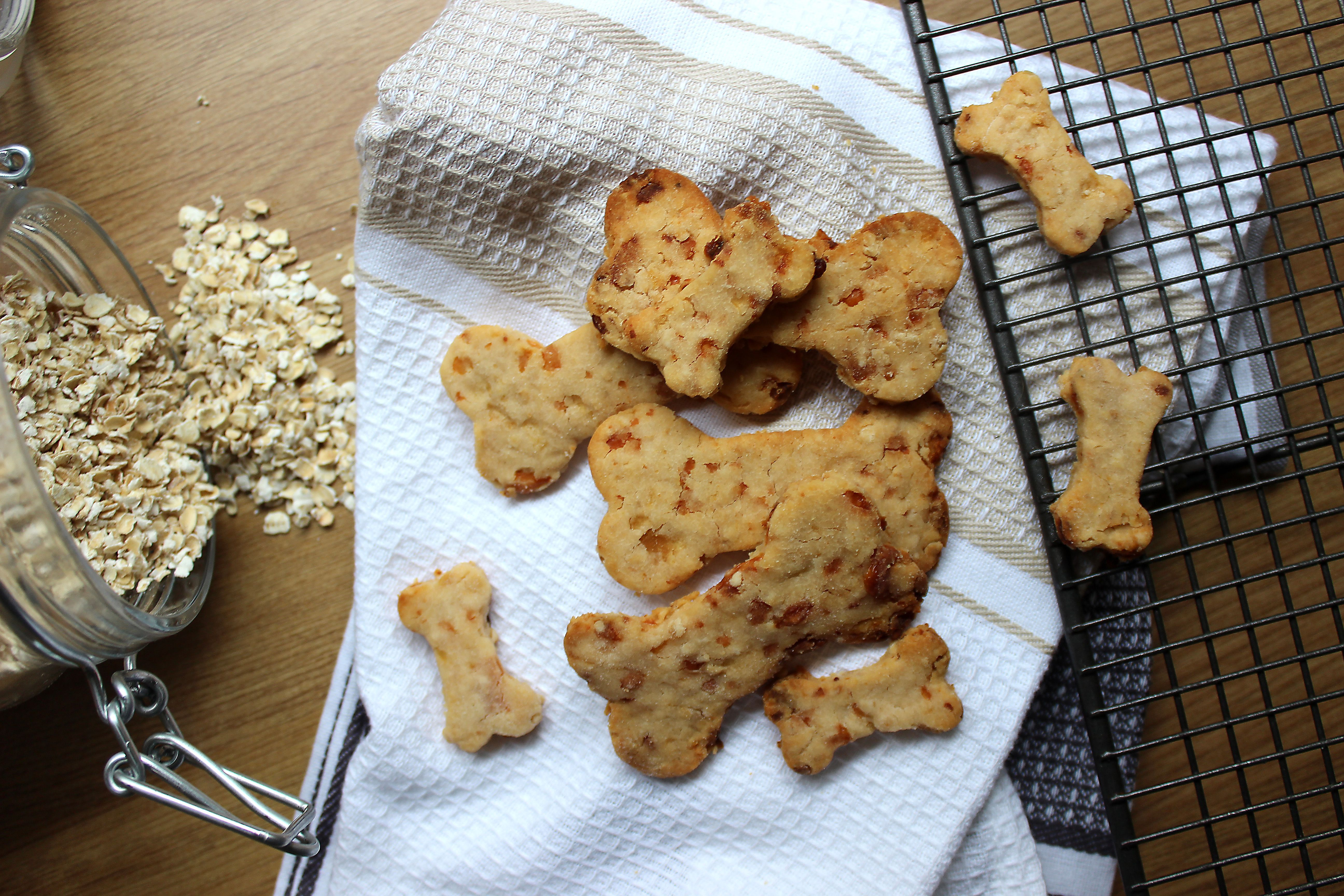 My All Natural Super Easy Apple And Cheddar Dog Biscuits Recipe
